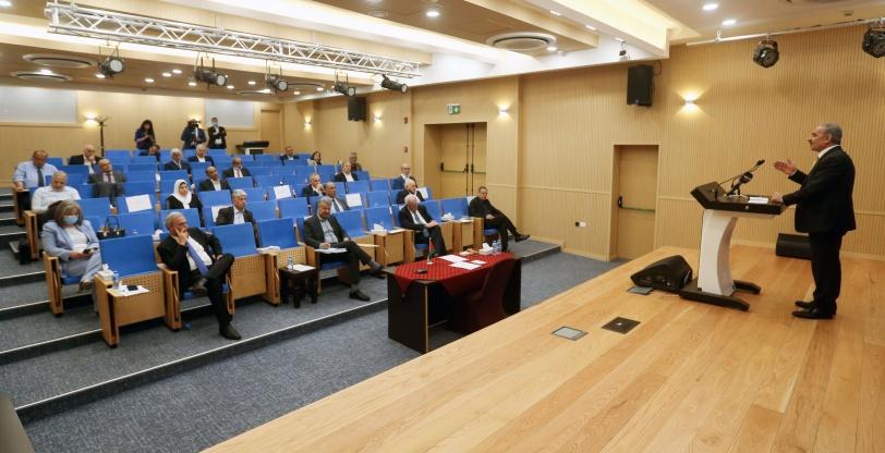 خلال جلسة طارئة للحكومة- اشتية: ندعم قرارات القيادة بوقف العمل بالاتفاقيات