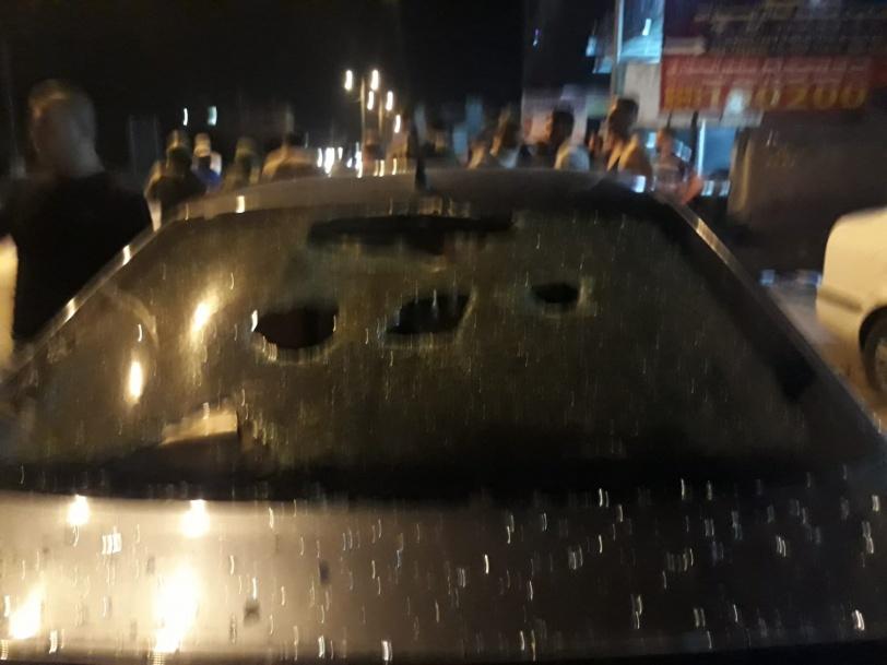 اصابة 4 مواطنين وتحطم 20 مركبة اثر هجوم للمستوطنين على حوارة