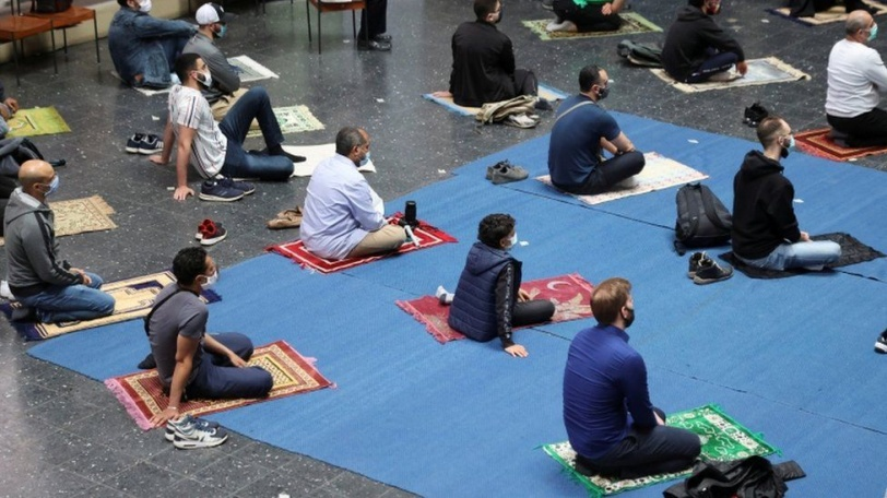 كنيسة ألمانية تفتح أبوابها للمسلمين لأداء صلاة الجمعة (صور)