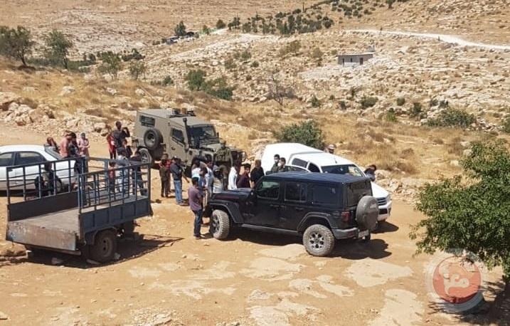 الاحتلال يسلم اخطارات هدم جنوب الخليل