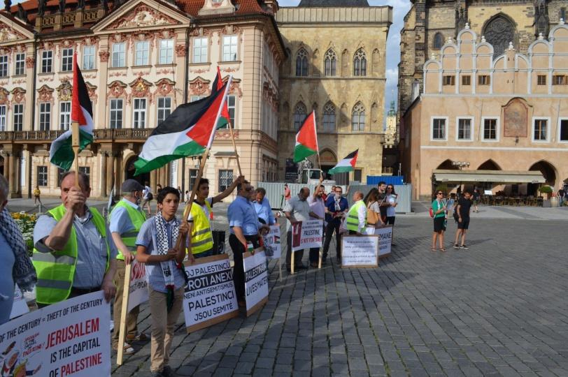 براغ: وقفة تضامنية ضد مخطط ضم الضفة