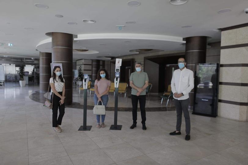 """انطلاق حملة """"صنّاع الأمل"""" بتقديم جهازين تعقيم لبلدية رام الله"""