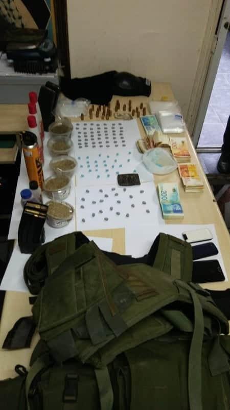 الأمن الوطني  يعتقل ٣  مطلوبين ويضبط أموالا ومخدرات ومعدات بنابلس