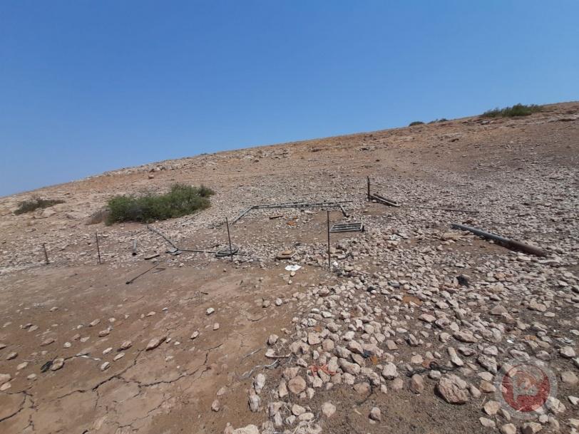 مستوطنون يسرقون خياما وخزانات مياه في الأغوار
