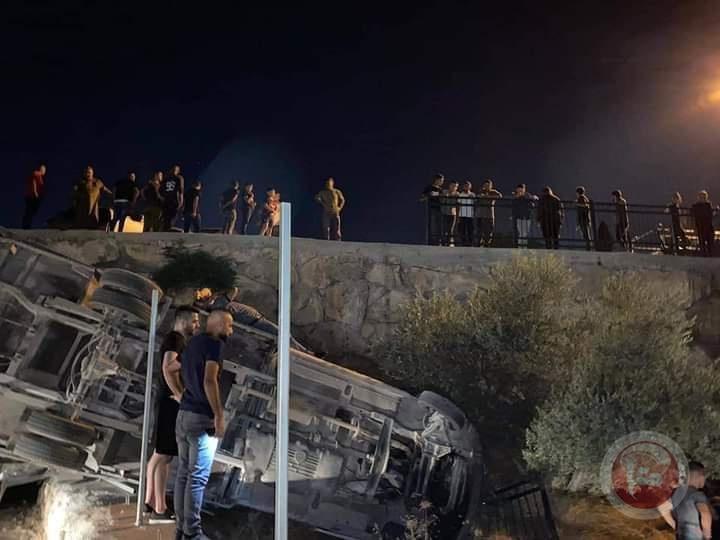 إصابة مواطنين من مدينة نابلس في حادث سير غرب الخليل