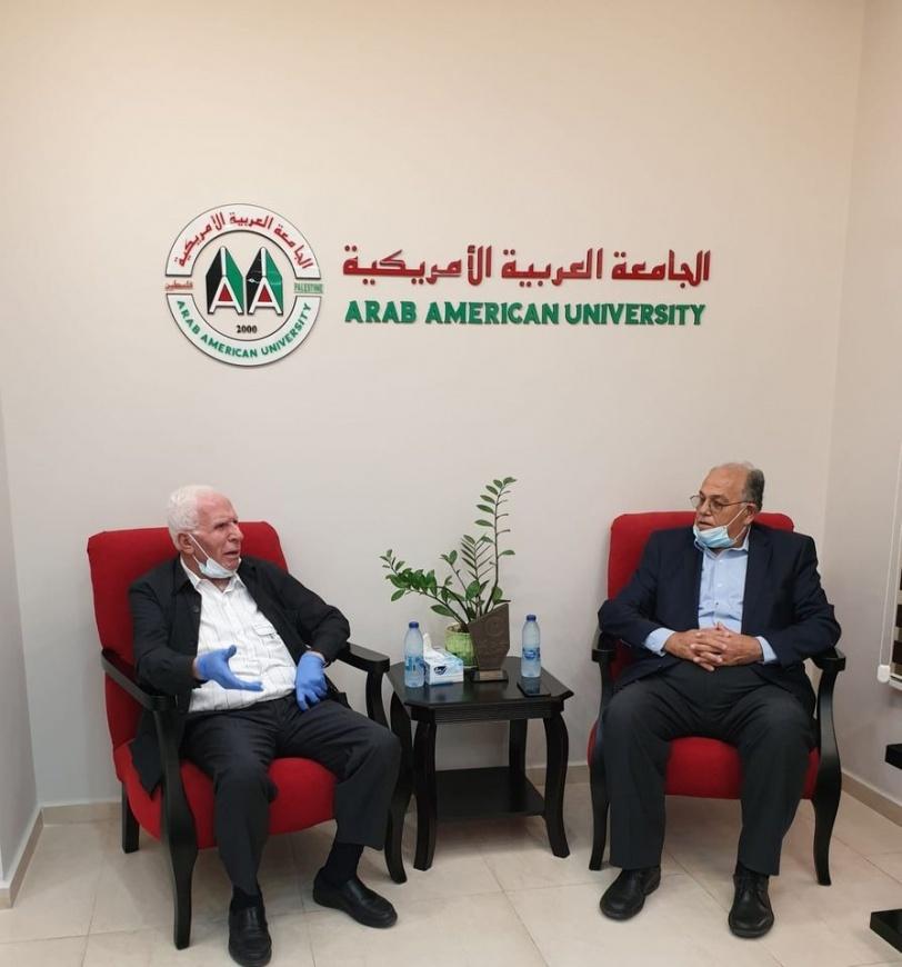 الأحمد يزور الجامعة العربية الأمريكية ويثني على تطورها