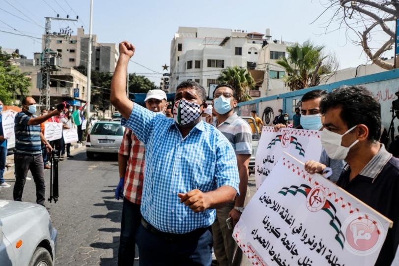 """الشعبية بغزة تنظم وقفة احتجاجية ضد سياسات إدارة """"الأونروا"""""""