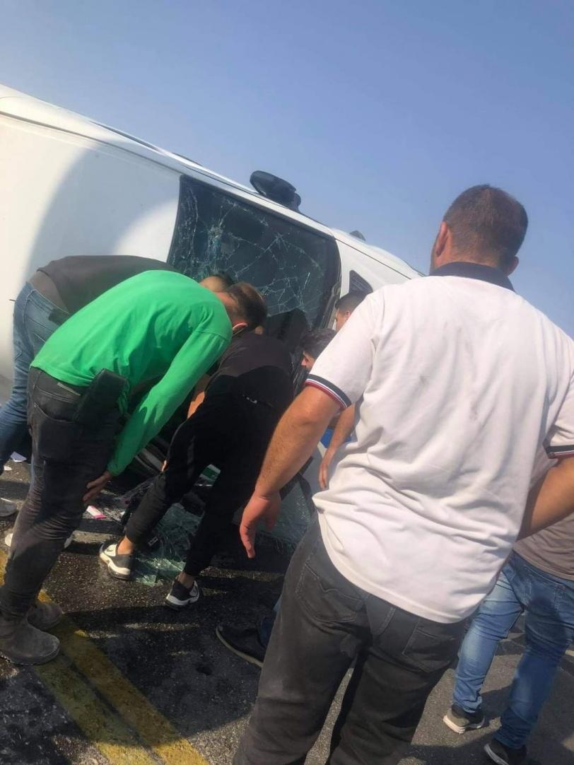 صور- 17 اصابة جراء انقلاب حافلة شرق الخليل