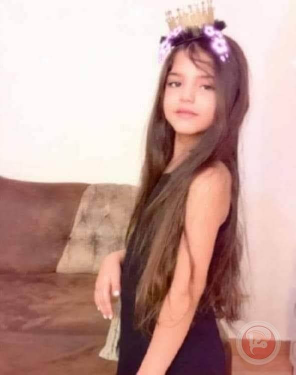 مصرع طفلة اثر سقوطها من علو وسط القطاع