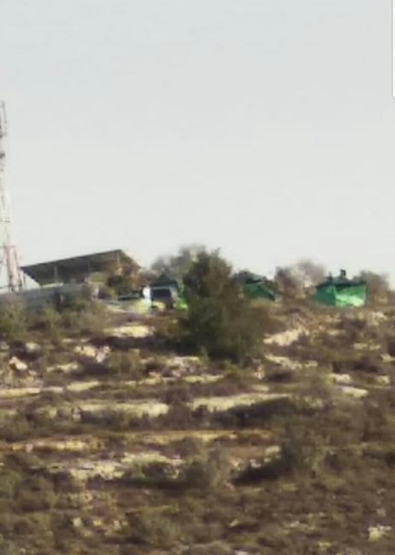 مستوطنون ينصبون خياما على أراضي المواطنين شرق سلفيت