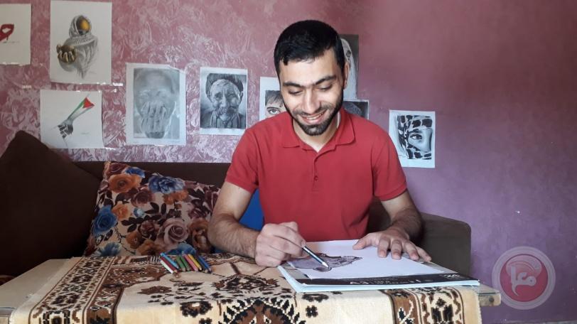 الفنان أبو الصادق.. يرسم بريشته وجوه فلسطين وطبيعتها