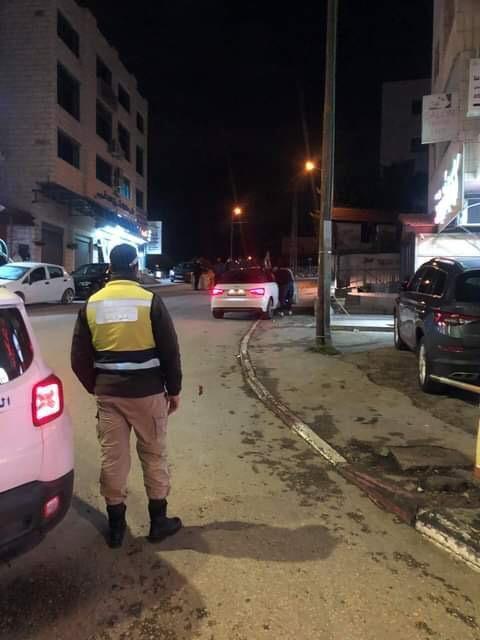 شاهد - الأجهزة الأمنية تبدأ باغلاق الشوارع في بيت لحم