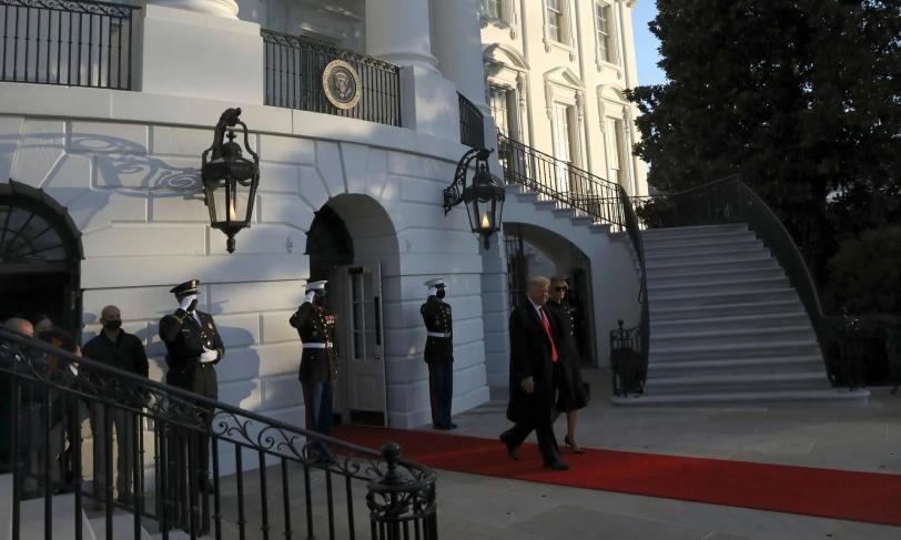 ترامب يغادر الأبيض (صور)