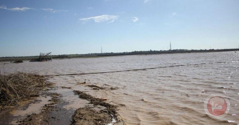 أضرار بليغة نتيجة فتح الجانب الإسرائيلي السدود على الاراضي الزراعية شرق غزة