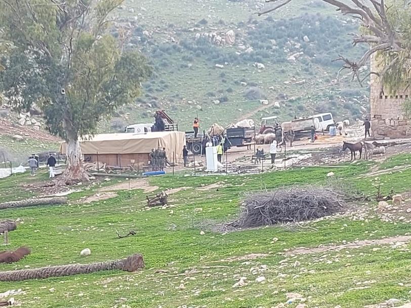 الاحتلال يدمر ويصادر عشرات الخيام والبركسات في الأغوار