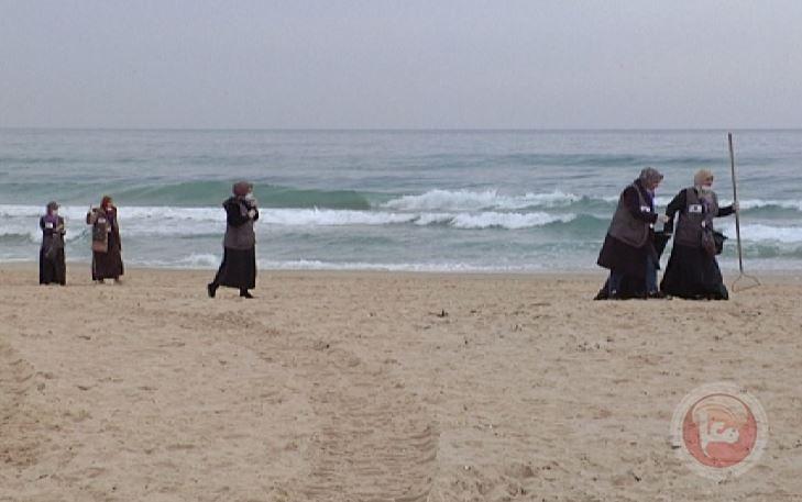 غزة: حملة تطوعية لتنظيف شاطئ المدينة