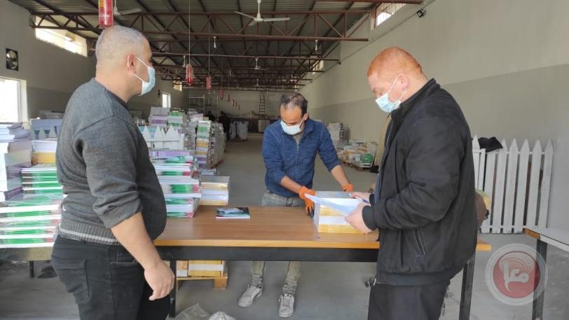 مديرية شمال غزة تشرع بتوزيع الكتب المدرسية للفصل الدراسي الثاني