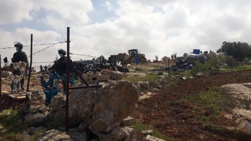 الاحتلال يهدم 3 منازل وغرفة زراعية شرق يطا