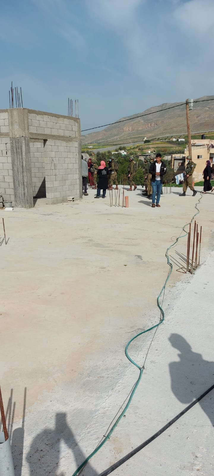 جرافات الاحتلال تنفذ عمليات هدم مخازن في الاغوار
