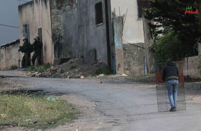 اصابتان بالاعيرة الاسفنجية والعشرات بالاختناق خلال قمع  الاحتلال لمسيرة كفر قدوم