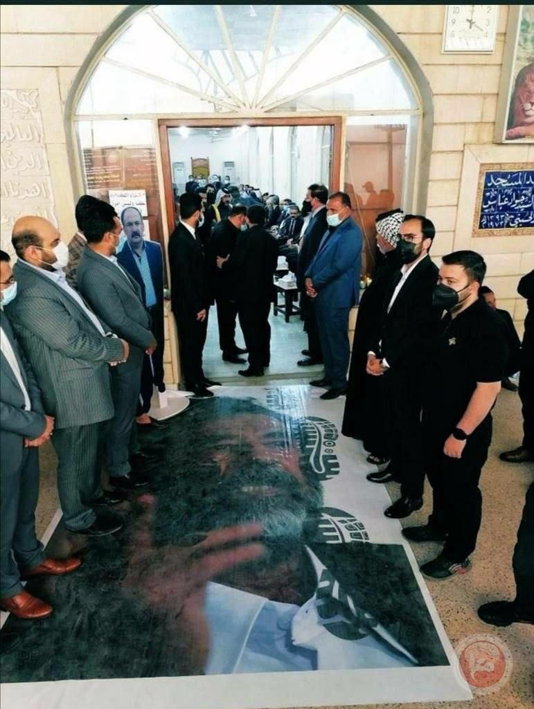 صورة مهينة لصدام حسين في مجلس عزاء قاض حاكمه
