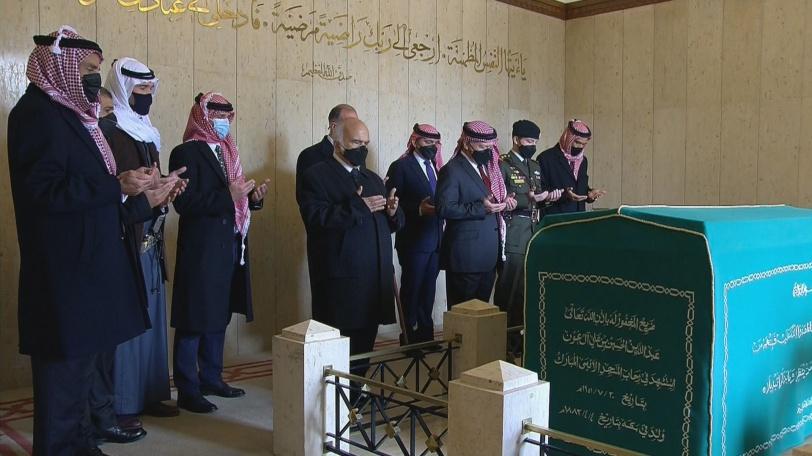 أول ظهور للأمير حمزة برفقة عاهل الأردن منذ الأزمة (صور)