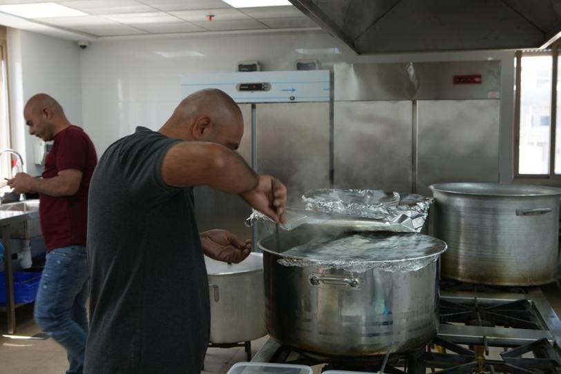 """""""تكية عايدة"""" تستأنف عملها بتقديم وجبات الإفطار طوال شهر رمضان"""