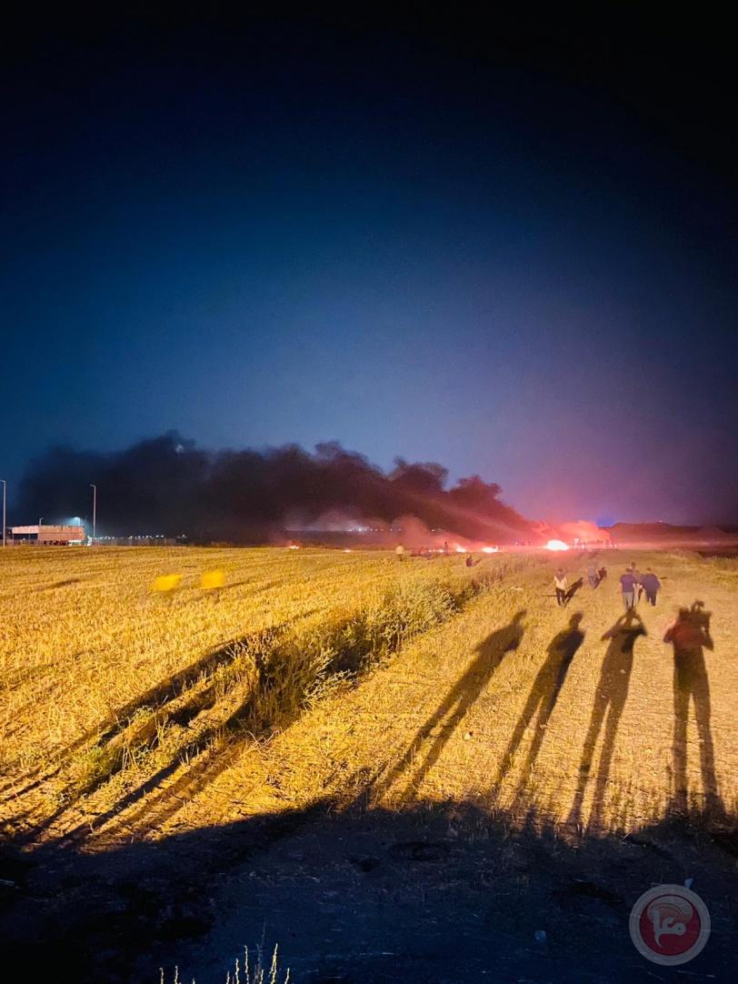 الاحتلال يطلق النار وقنابل الغاز صوب المشاركين بالارباك الليلي