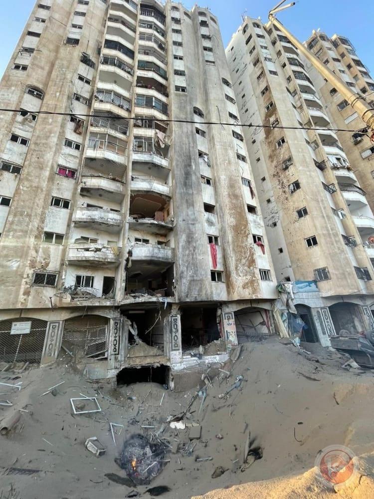 استهداف معظم المقرات الحكومية الفلسطينية في غزة بشكل جنوني