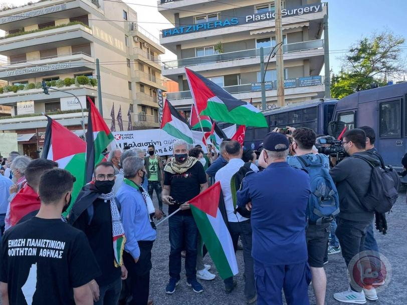 مظاهرة امام السفارة الاسرائيلية في أثينا احتجاجا على العدوان الإسرائيلي في غزة