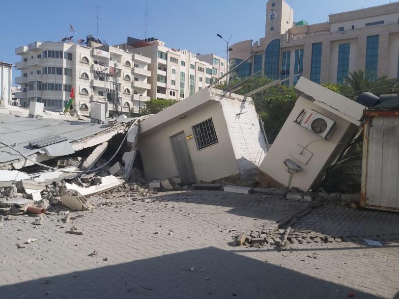 طائرات الاحتلال تدمر مقري وزارتي العمل والتنمية الاجتماعية بغزة