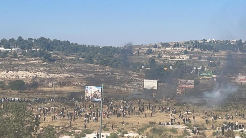 اشتباك.. شهيد و64  إصابة برصاص الاحتلال في رام الله والبيرة