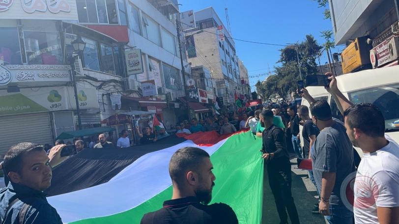 فيديو- المئات يشيعون جثامين 3 شهداء في رام الله