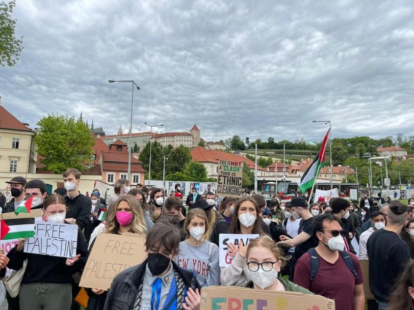الأوسع منذ 30 عاماً- مظاهرة أمام السفارة الإسرائيلية في براغ