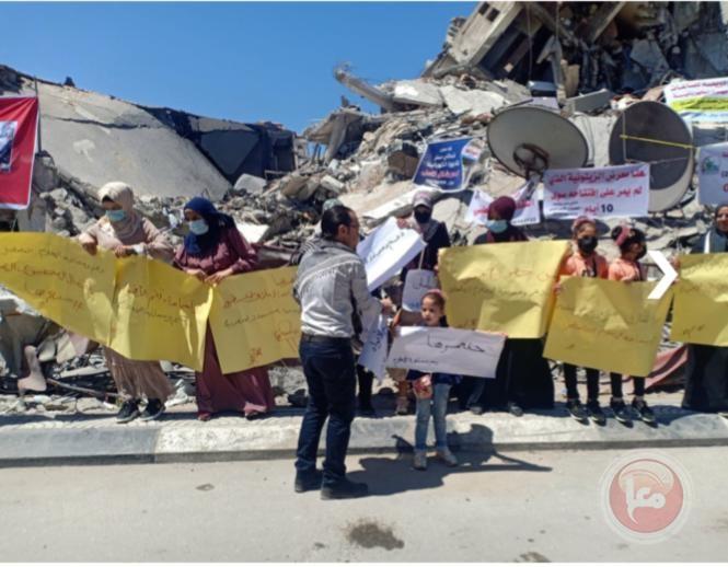 صحفيو غزة يتظاهرون ضد تدمير مؤسساتهم خلال العدوان