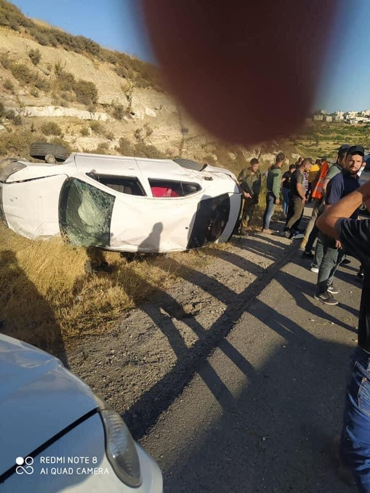 مصرع مواطن وإصابة اثنين في حادث سير شمال الخليل