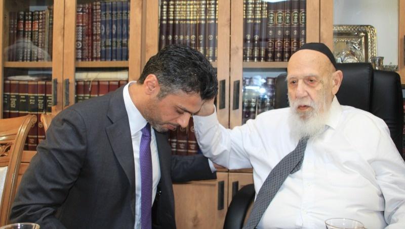 السفير الإماراتي يزور حاخامات كبار ويقدم لهم دعوة رسمية لزيارة بلاده