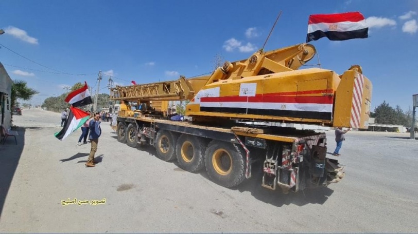 مصر ترسل معدات بناء إلى غزة لبدء أعمال إعادة الإعمار