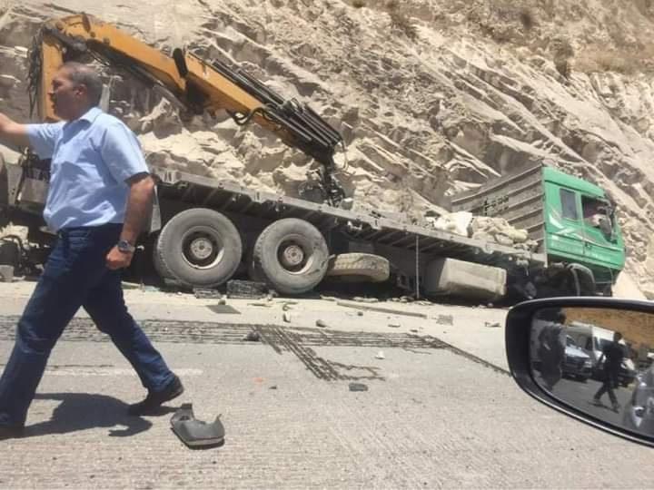 وفاتان و5 إصابات بحادث سير شمال نابلس