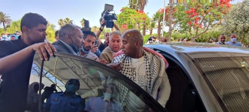 وصول أبو جابر المفرج عنه من سجون الاحتلال إلى الأردن (صور)