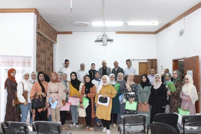 """جامعة القدس المفتوحة وملتقى الشباب تنظمان ورشة""""تحويل الرقم الاقتصادي إلى قصة صحفية"""""""