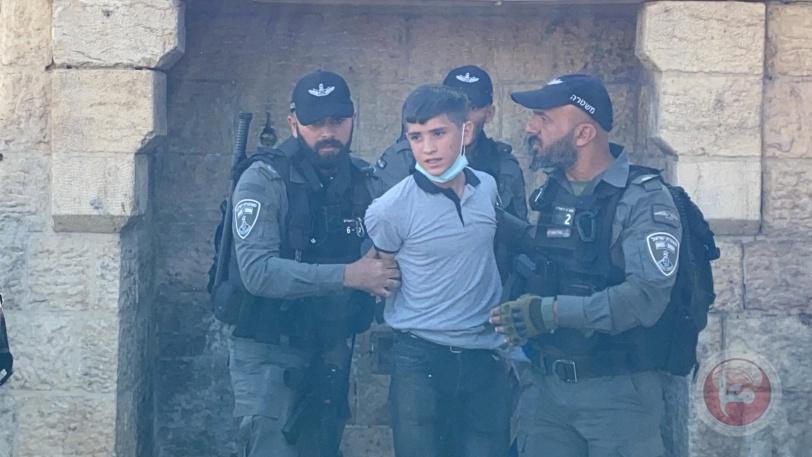 """اعتقال 10- التوتر يعود أمام باب العمود و""""بن غفير"""" يستفز المقدسيين"""