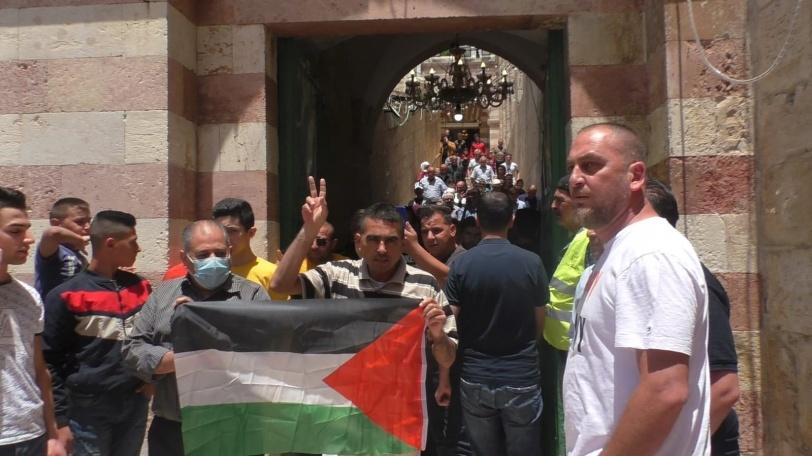 احتجاجا على منع رفع الآذان - انطلاق مسيرة من الحرم الإبراهيمي في الخليل