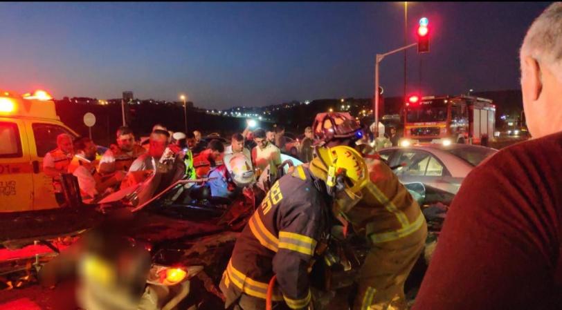 مصرع شخصين واصابات خطيرة في حادث طرق بالقدس