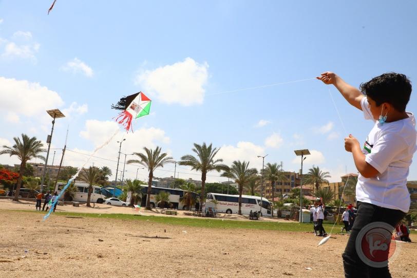 سماء غزة تتزين بصور وأسماء الشهداء الأطفال