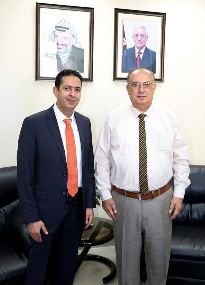 """أبو مويس يطّلع على أوضاع جامعة فلسطين الأهلية ويؤكد دعم """"التعليم العالي"""" للبحث العلمي"""