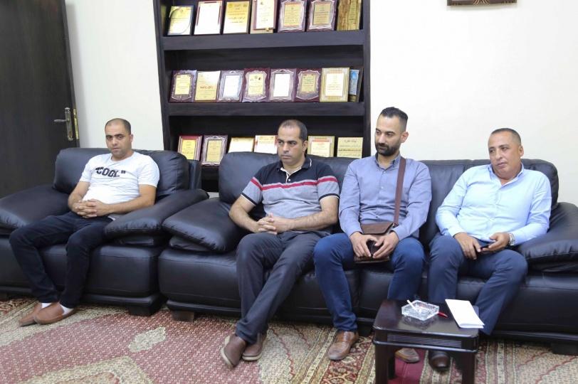 محافظ قلقيلية يلتقي وفدا من وزارة العمل