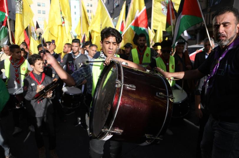 الآلاف يشاركون في مسيرة دعت لها حركة فتح في الخليل (فيديو)