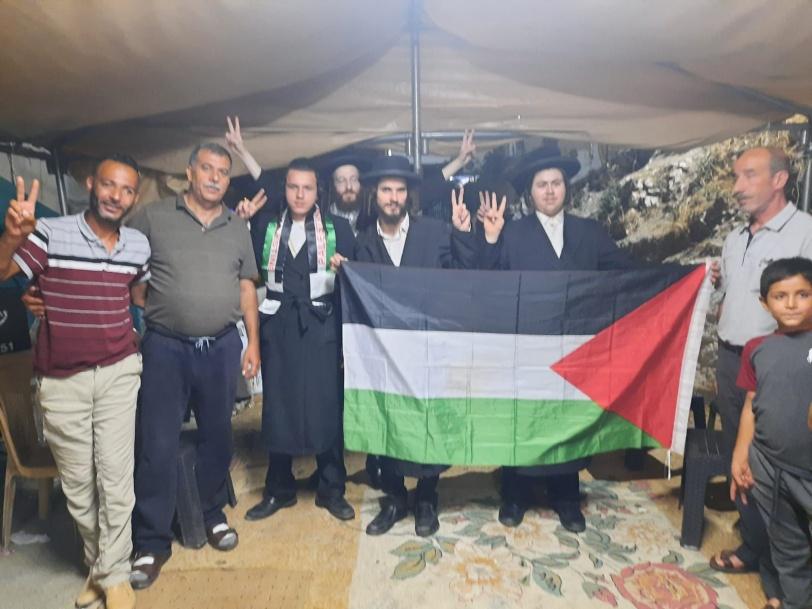 """""""يهود فلسطين"""" في خيمة الاعتصام بسلوان ضد """"الصهاينة"""" (صور)"""