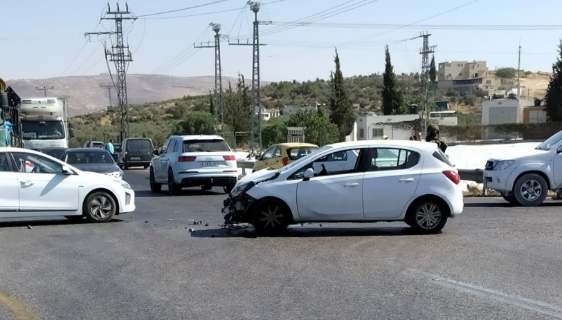 6 إصابات بحادث سير ثلاثي على مفترق تقوع (صور)